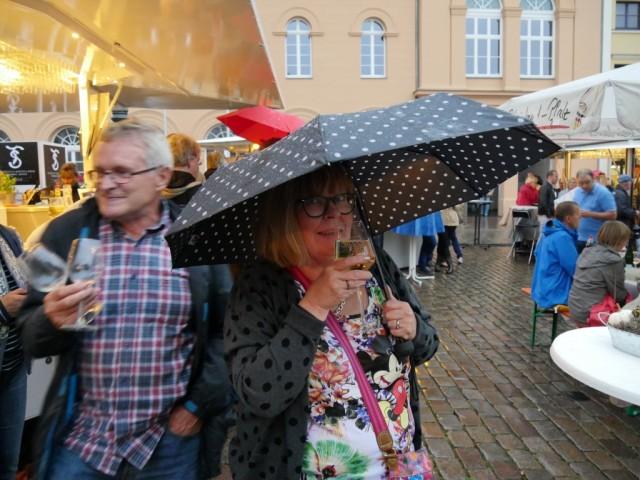Sade ei haitannut (ainakaan paikallisten) juhlintaa.