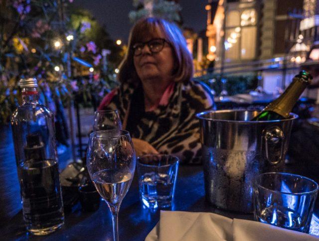Illalla Manna ravintolassa hyvällä mutta pitkää pinnaa vaativalla illallisella.