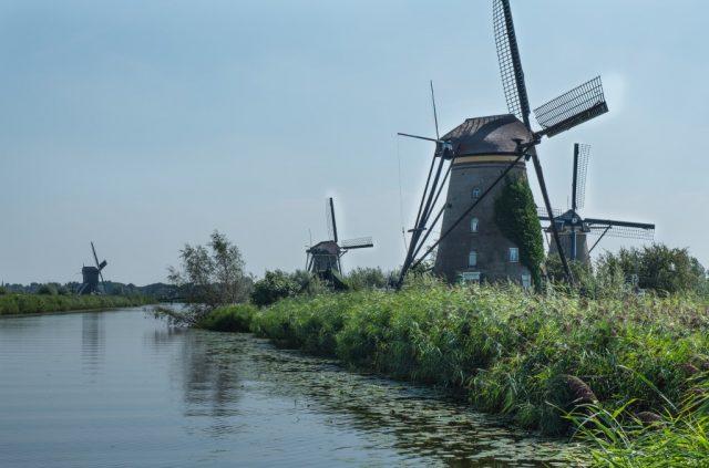 Kinderdijk'n tuulimyllyjä Hollannissa.